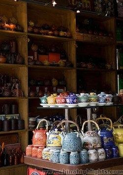 Chinese Porcelain Shop on the Skewed Tobacco Pouch Street