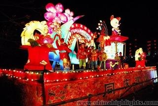 Chengdu Lights Up for Lantern Festival