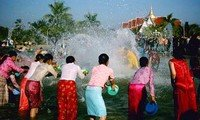 yunnan water splashing festival