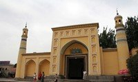 id kah mosque in xinjiang