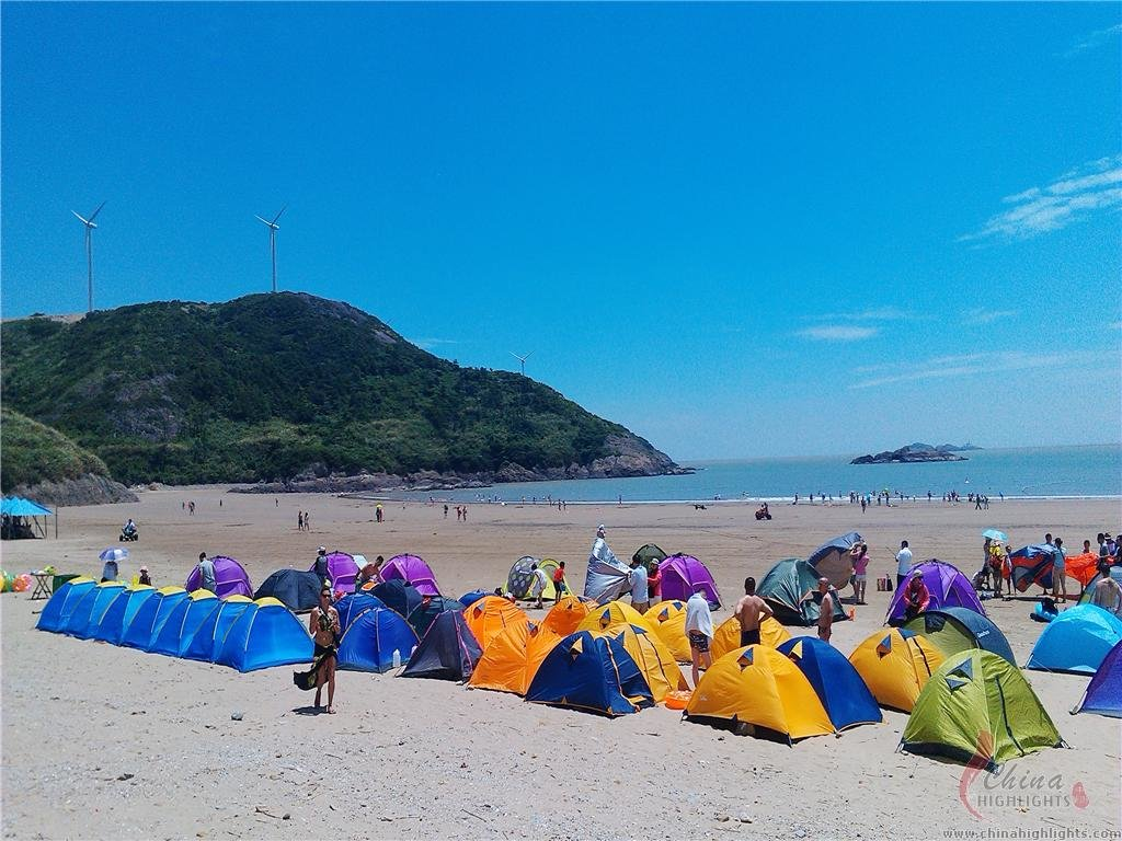 Beach camping is becoming a famous activity in China beaches
