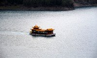 xinjiang heavenly lake boat