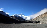 mount everest in tibet