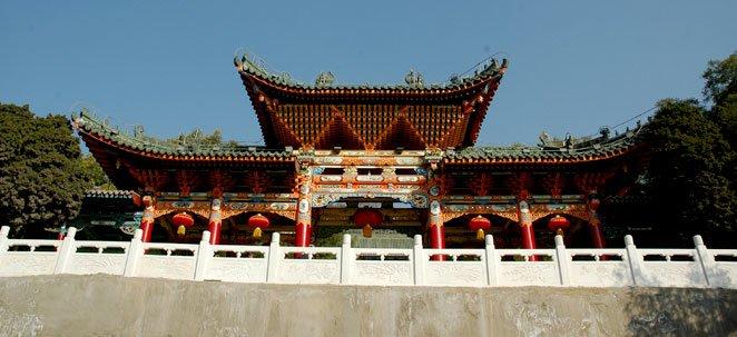 white pogoda hill