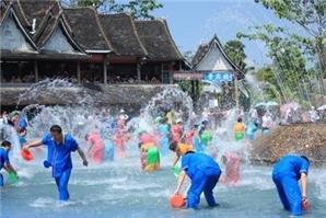 xishuangbanna water-splashing festival