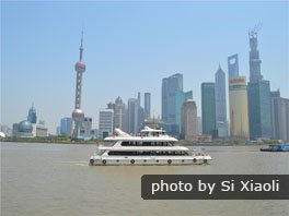 Take a relaxing cruise on the Huangpu River.