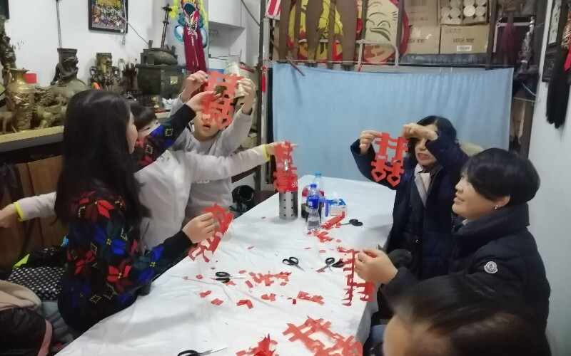 DIY Traditional Chinese Handiworks during Hutong-Discovery Experience