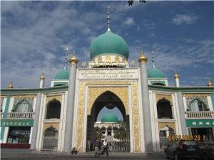 zhangzhou muslim A list of zhengzhou muslim restaurants, which are categorize according different districts the information including chinese name, recommended dishes, price, address, and transportation.