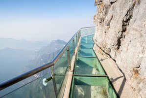 The glass skywalk on Tianmen Mountain