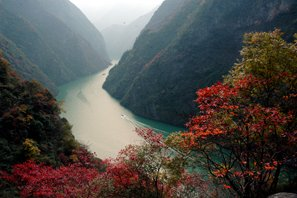 Autumn scenery along the Yangtze River