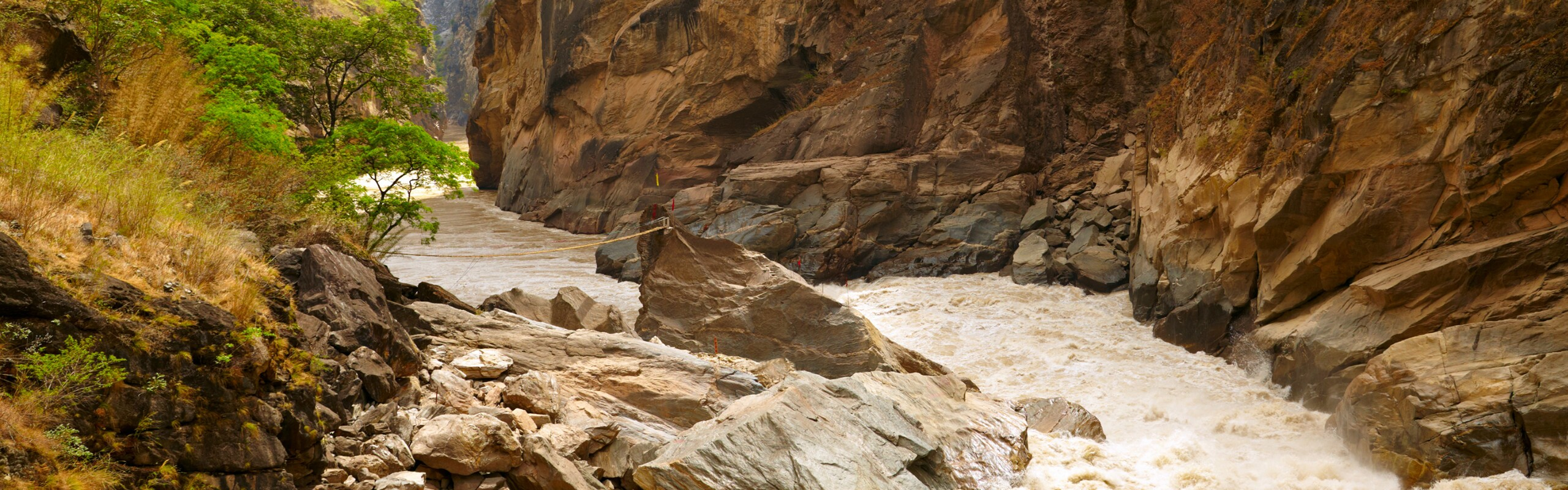 3-Day Tiger Leaping Gorge and Baoshan Stone Village Hiking Tour