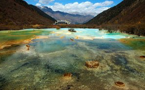 The lake in Huanglong Scenic Area