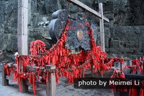 red ribbons along the walkway