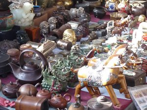antiques and curios in Hollywood Road