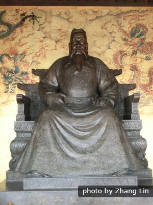Emperor Yongle Statue at Changling