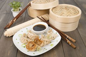 Chinese dumplings how to make dumplings in china for Piatto tipico cinese
