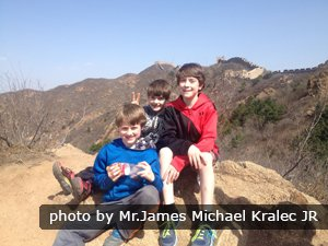 Kids on the Great Wall of China
