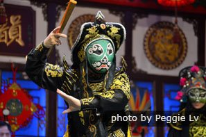 Sichuan opera face-changing performance