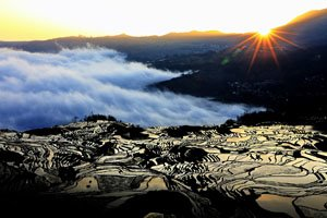 The magnificent view of sunrise at Duoyishu Rice Terraces