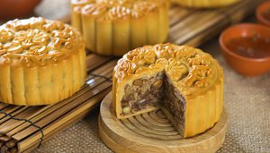 Five kernel and  roast pork mooncake