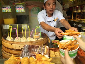 Enjoy Shanghai snacks