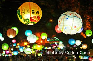 Lantern performance during Mid-autumn Festival