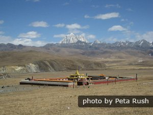 Tagong — Tibetan Monasteries and Scenic Grasslands