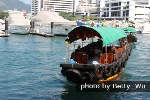 A sampan ride at Aberdeen
