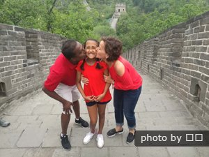 Customers kissing on the Great Wall
