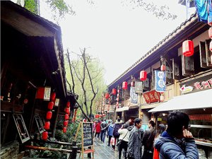 jinli old street, a popular place to shop in chengdu