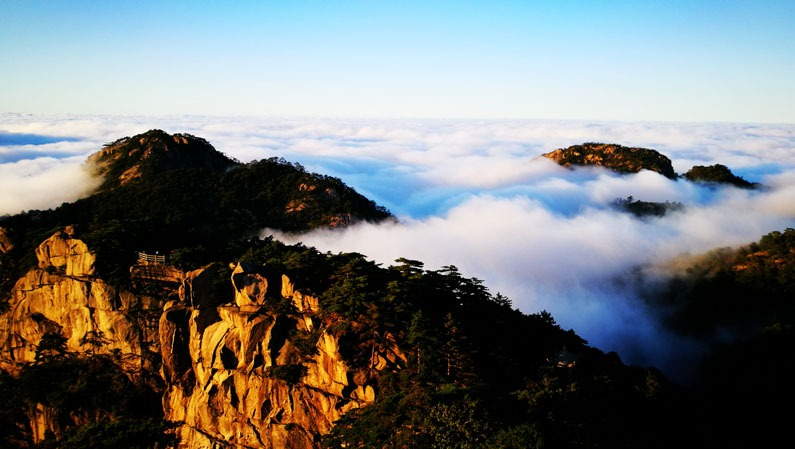 a sea of clouds in huangshan
