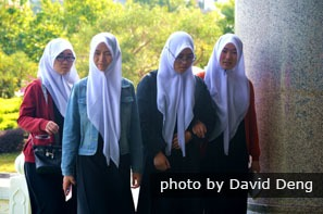 Hui girls with traditional head scarves