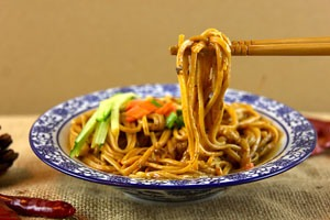 Chinese dishes, popular Chinese food, fried noodles, chao mein