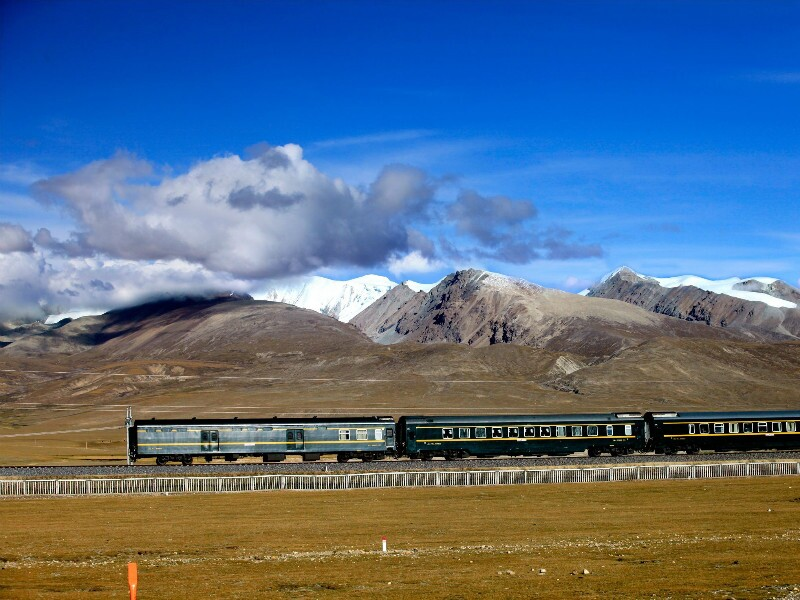 Breathtaking Scenery along the Qinghai-Tibet Railway