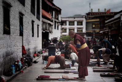 Tibetani in preghiera
