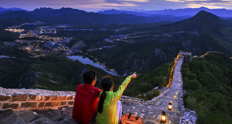 Enjoy the night view on the Great Wall