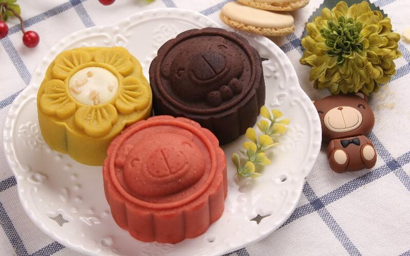 Chinese Mooncakes — Symbols, Flavors, Regional Varieties
