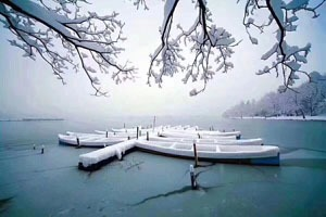 snowy scenery on west lake