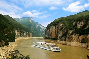 Yangtze cruise ship in the Three Gorges
