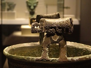 Shang Dynasty bronze artwork