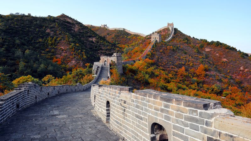 the scenery of the Great Wall in fall