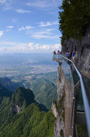 Cliff walk on Tianmen Mountain
