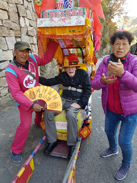 Mutianyu rickshaw provides disabled access