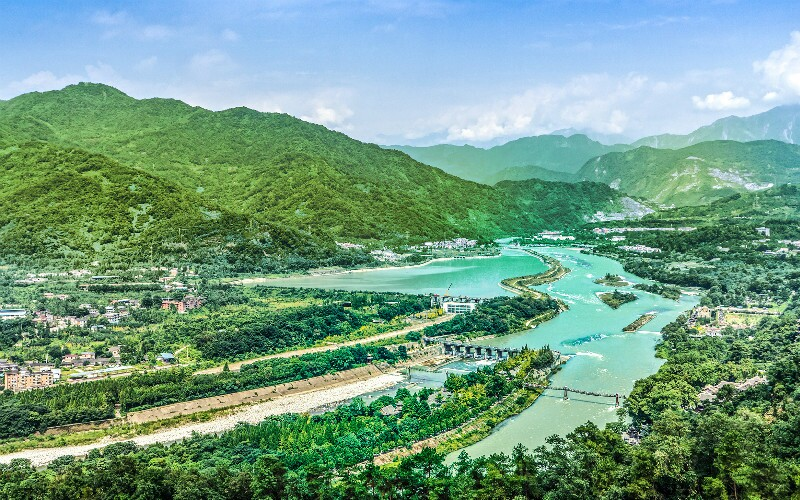 The Releasing Water Festival on Tomb Sweeping Day in Dujiangyan