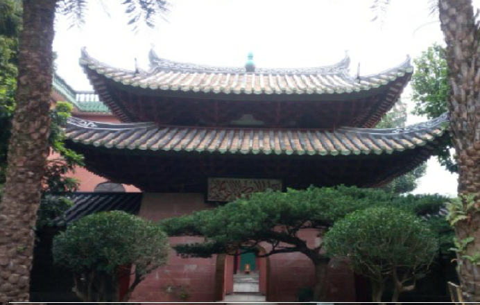 Huaisheng Mosque has Arabic calligraphy beneath  the traditionally styled roof.