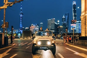Shanghai jeep ride to see night view