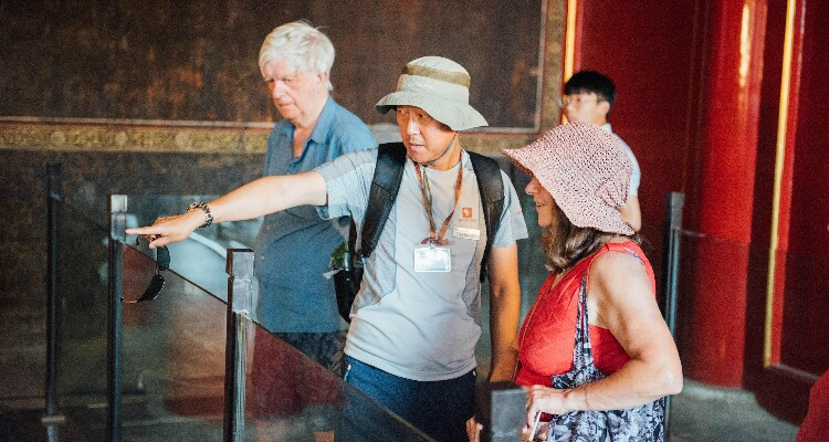 guide tells a story in the Forbidden City
