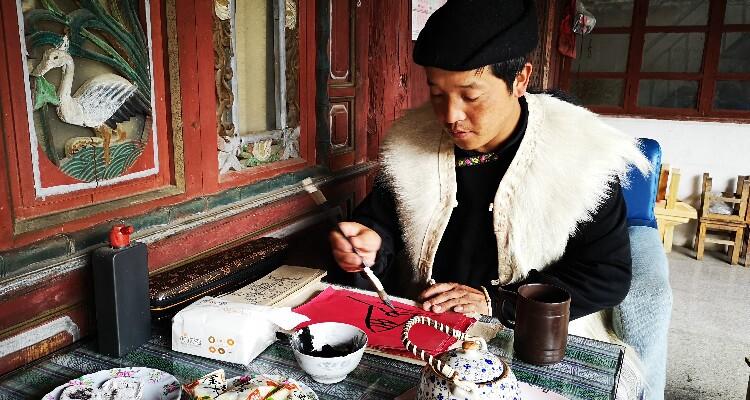 Visiting Local Minority Family in Lijiang