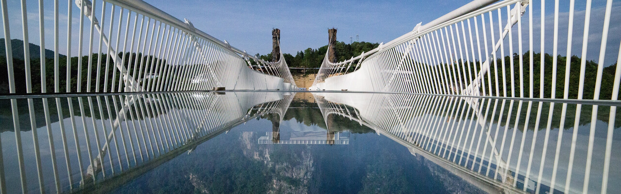 One-Day Glass Bridge & Baofeng Lake Tour