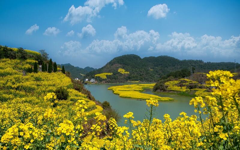 Hiking along Xin An River